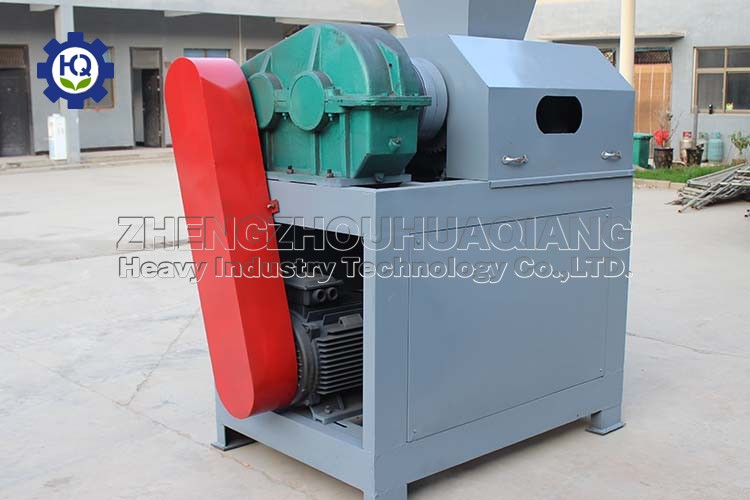 Most of the granulating equipment for compound fertilizer production chooses the double roller granulator